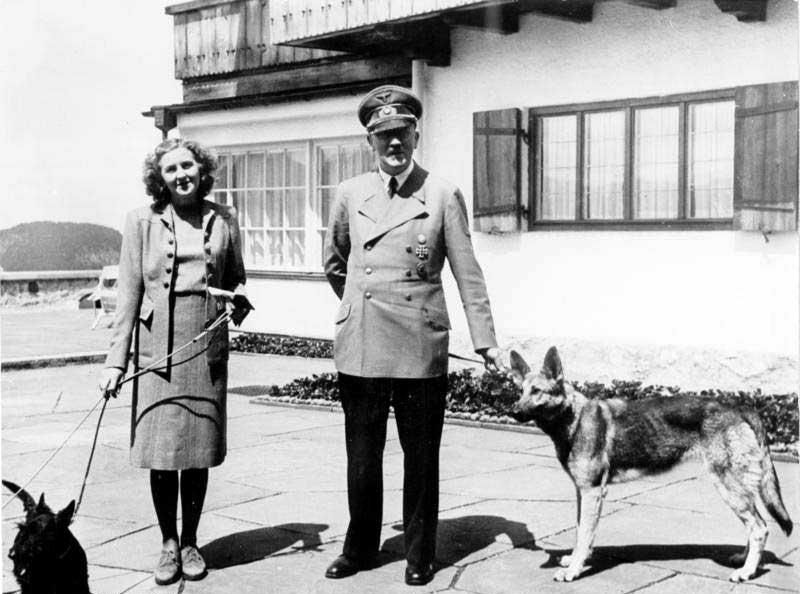 Гитлер и Ева Браун в резиденции Бергхоф